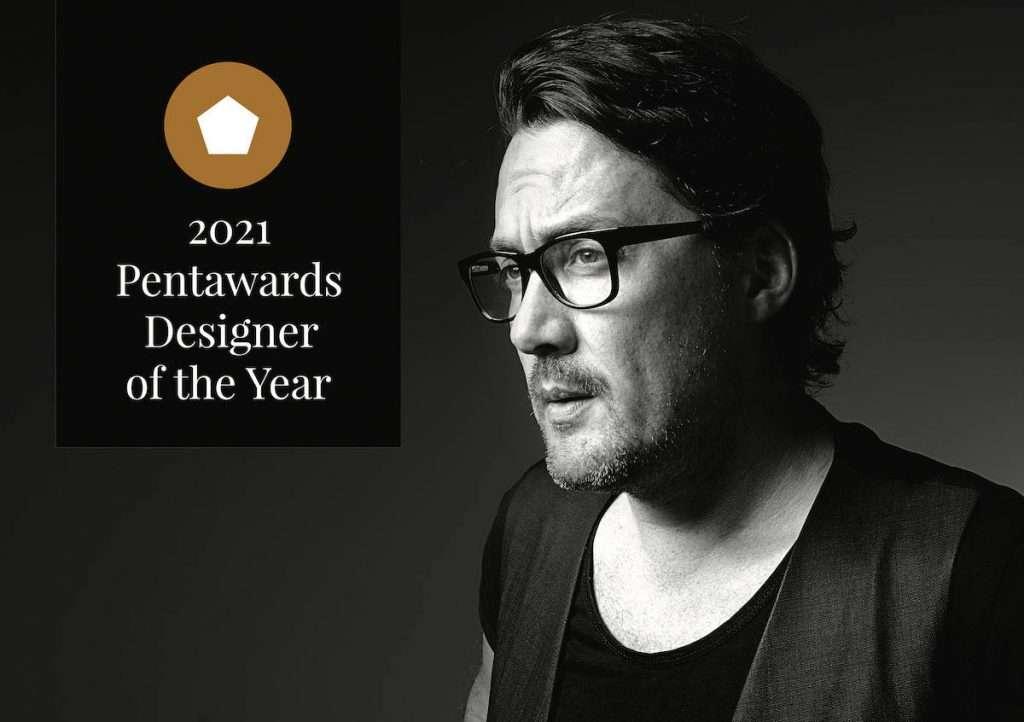 A Mario Di Paolo è stato assegnato il premio come Designer of the Year ai Pentawards 2021: sue alcune delle etichette più belle del concorso, come quelle del Villa Angela Velenosi in copertina